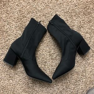 Missguided ankle sock boots pointed toe 7.5